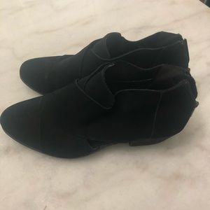 Shoes - Lady's size 9 ankle boots
